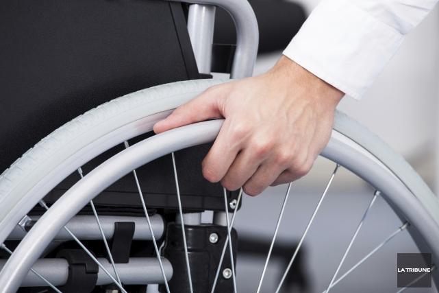 Le Mouvement des personnes handicapées pour l'accès aux services (PHAS) profite... (Archives, La Tribune)