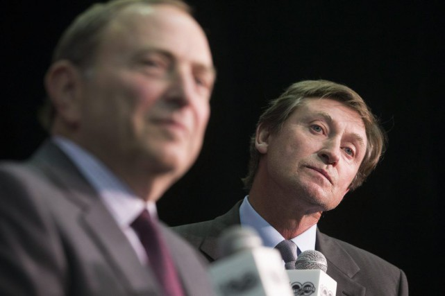 Le commissaire de la LNH, Gary Bettman, et... (Chris Young, La Presse canadienne)