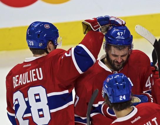 Nathan Beaulieu (28) félicite Alexander Radulov (47) pendant... (Andre Pichette, La Presse)