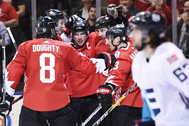 Le trio de Sidney Crosby, Brad Marchand et... (PHOTO PC)