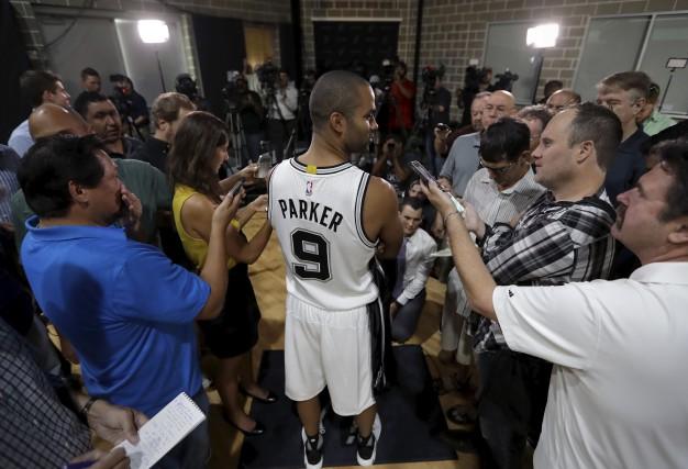 Le Français Tony Parker devra remplir le rôle... (AP, Eric Gay)