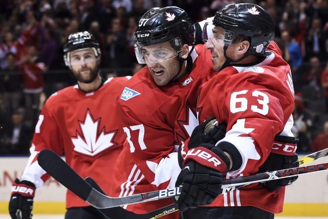 Brad Marchand (63) a inscrit son quatrième but... (La Presse canadienne, Nathan Denette)