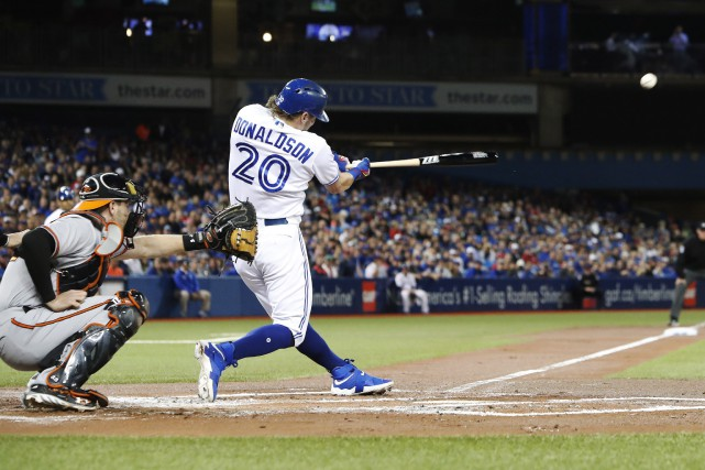Josh Donaldson a claqué un circuit de deux... (Photo Mark Blinch, PC)