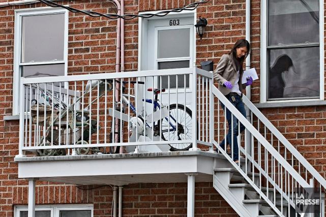 Des enquêteurs du Service de police de la... (Photo Patrick Sanfaçon, La Presse)