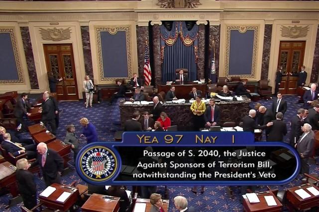 Le Sénat, à majorité républicaine, a voté presque... (image C-SPAN2/AP)