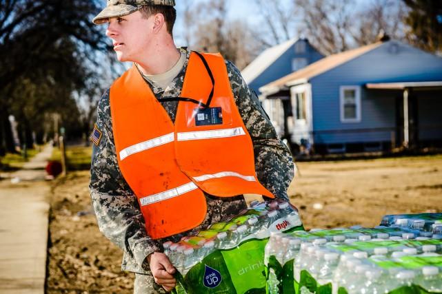 Le 20 février dernier, de l'eau en bouteille... (Photo Comcast via AP)