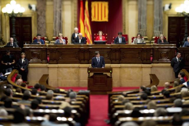 Le président séparatiste de la Catalogne Carles Puigdemonta... (AFP, Josep Lago)