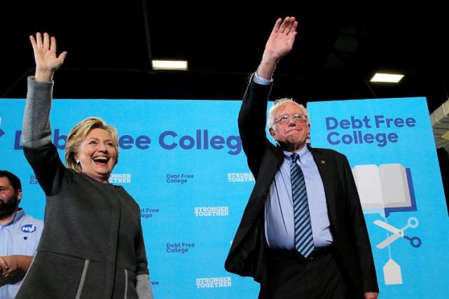 Hillary Clinton et Bernie Sanders sont apparus ensemble... (PHOTO REUTERS)