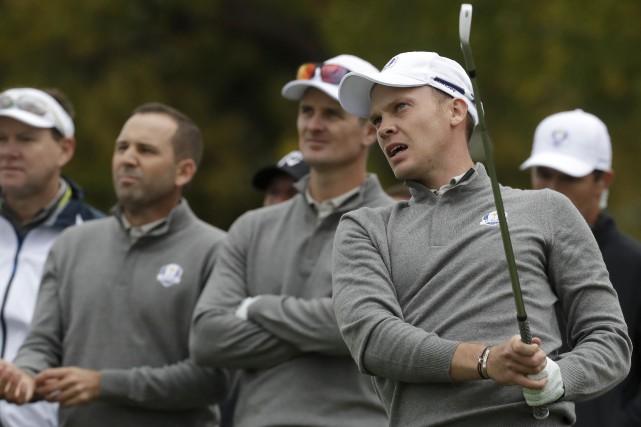 Danny Willett (à droite) a dû présenter ses... (AP, Chris Carlson)