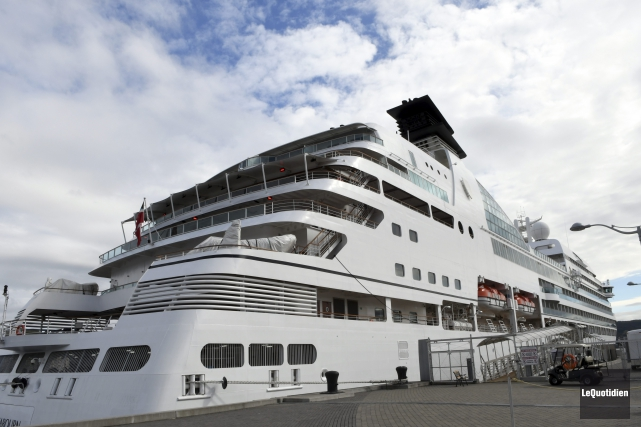 Le Seabourn Quest accostait pour la 13e fois... (Photo Le Quotidien, Rocket Lavoie)