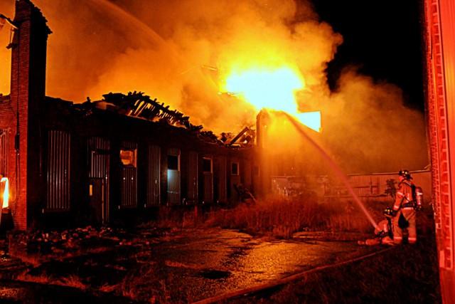 Le feu a ravagé une partie de l'usine... (Photo collaboration spéciale Éric Beaupré)