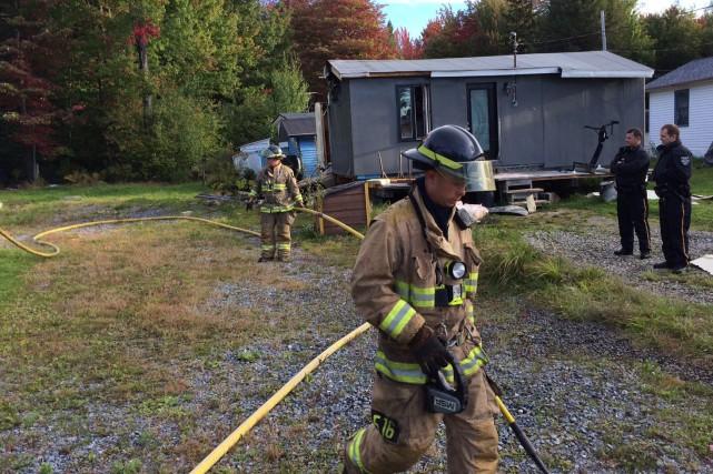 L'incendie qui a lourdement endommagé une maison mobile...
