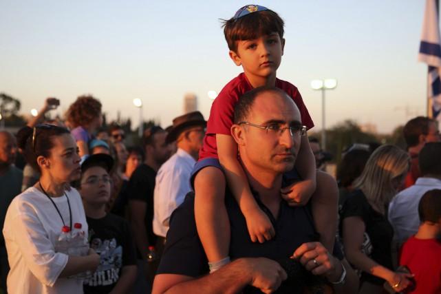 Un grand nombre d'Israéliens ont attendu jeudi pour... (AFP, Gali Tibbon)