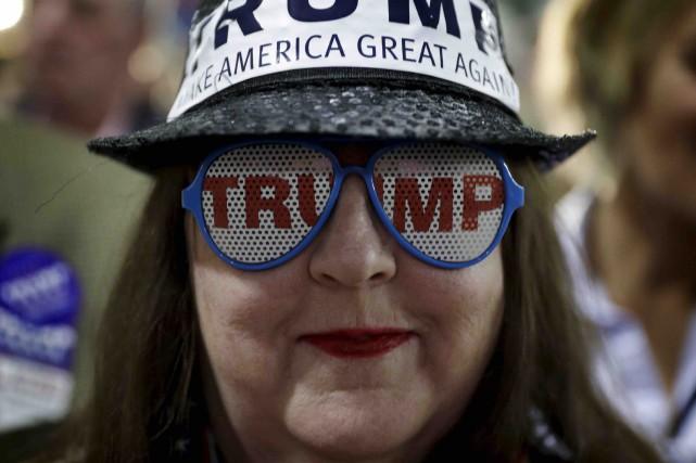 Une partisane de Donald Trump assistait à un... (AP, John Locher)