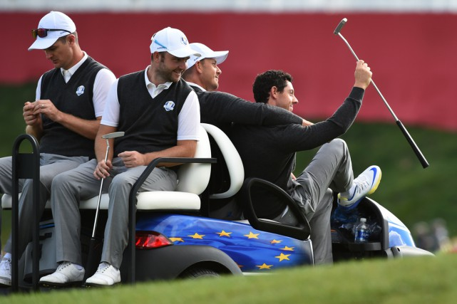 Justin Rose, Andy Sullivan, Henrik Stenson et Rory... (PHOTO TIMOTHY A. CLARY, AFP)