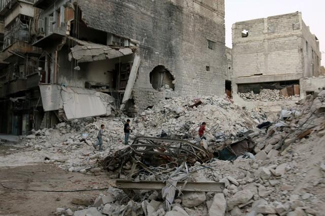 Depuis 2011, la guerre en Syrie a fait... (PHOTO Abdalrhman Ismail, archives REUTERS)