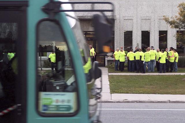 Plus de 150 chauffeurs et employés d'entretien ont... (Etienne Ranger, LeDroit)