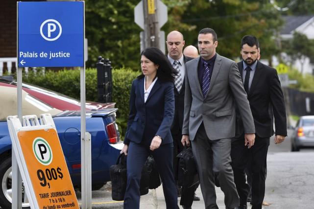 Les quatre policiers accusés d'avoir malmené Alexis Vadeboncoeur... (François Gervais)