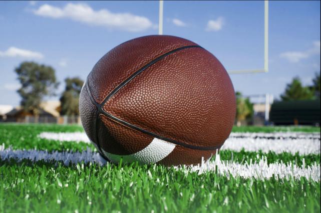Les duels régionaux seront nombreux dans les prochaines semaines au football... (123RF)