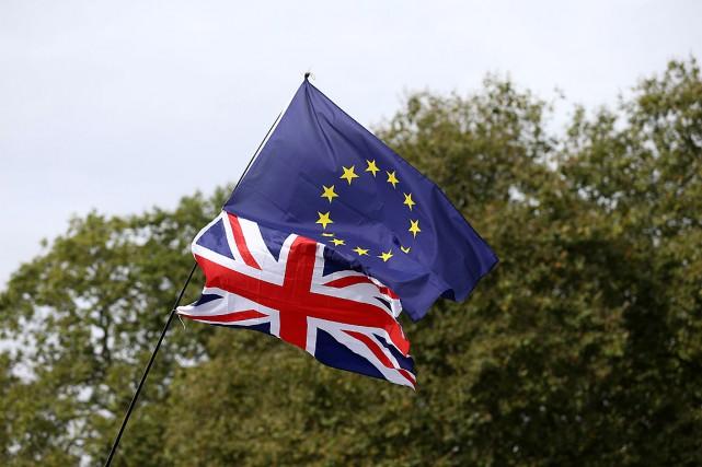 Les Britanniques se sont prononcés en faveur d'une... (PHOTO JUSTIN TALLIS, ARCHIVES AFP)
