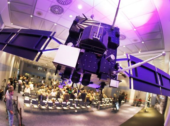 Un modèle réduit de la sonde Rosetta est... (AP, Michael Probst)