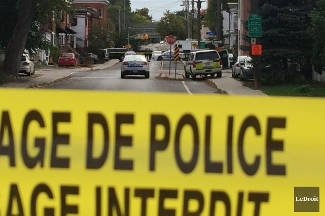 La police d'Ottawa a érigé un périmètre de... (Etienne Ranger, LeDroit)