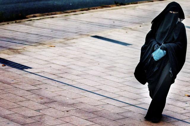 Le niqab, qui n'avait jusqu'alors jamais été porté... (photo FILER JERRY LAMPEN , archives anp/AFP)