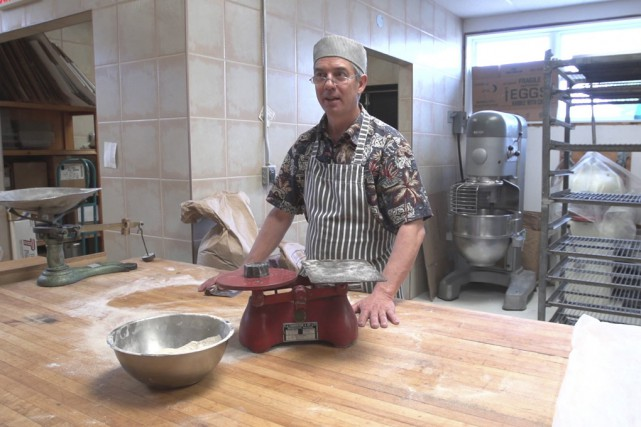 Marcel Hervieux ouvre les portes de la cuisine... (MAtv Granby)