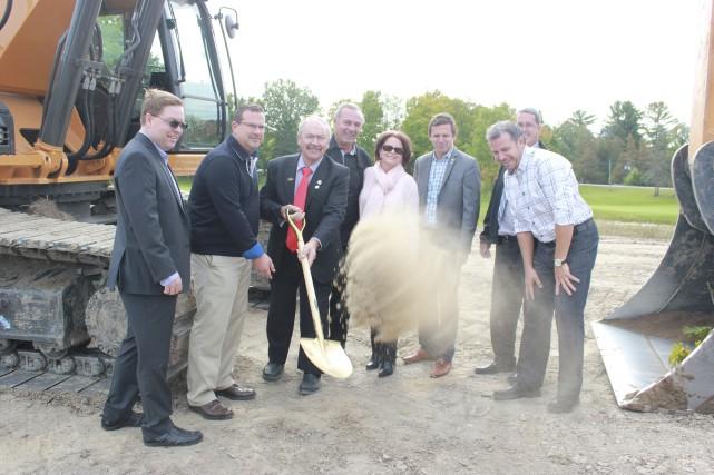 Un complexe de 114 condos sera bientôt érigé à Rockland. La compagnie C.H.... (Martin Brunette, LeDroit)