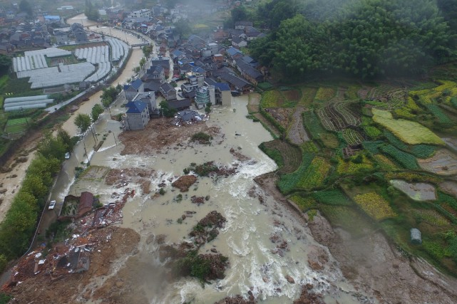 Vue aérienne du village de Sucun Village, où... (Photo China Daily viaREUTERS)