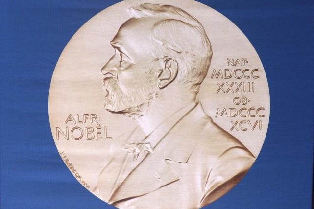 Une fois décernés, les six prix Nobel ne peuvent être retirés et les jurés... (Archives AFP)