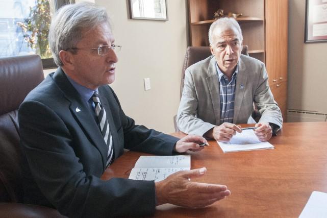 Le maire de Saguenay, Jean Tremblay, et le... (Photo Le Progrès-Dimanche, Michel Tremblay)