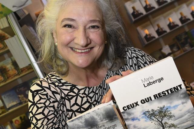 Marie Laberge est au salon du livre avec... (Photo Le Progrès-Dimanche, Rocket Lavoie)