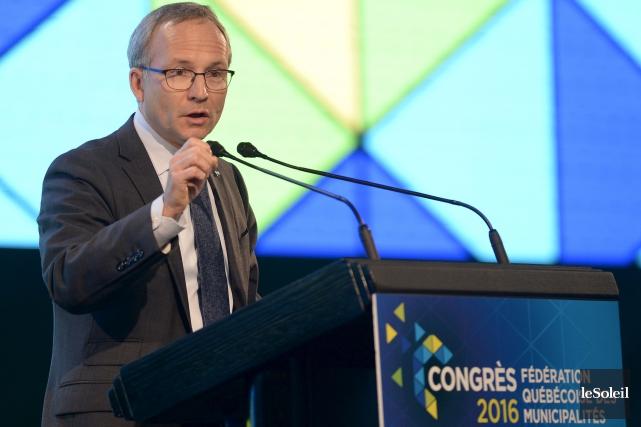 Le ministre Martin Coiteux a promis, devant les... (Le Soleil, Yan Doublet)