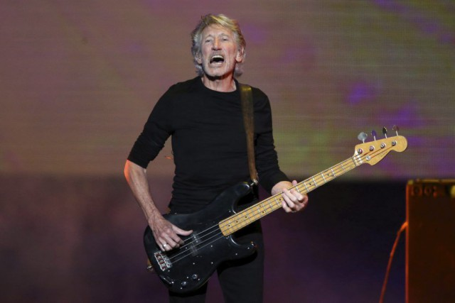 Roger Waters a offert un concert gratuit devant... (PHOTO EDGARD GARRIDO, REUTERS)