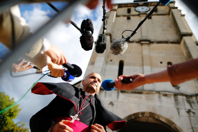 L'archevêque de Rouen, Mgr Dominique Lebrun, qui a... (PHOTO CHARLY TRIBALLEAU, AGENCE FRANCE-PRESSE)
