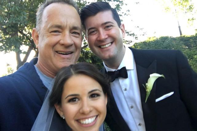 Hanks a aperçu un couple qui prenait des... (tirée du compte Instagram de Tom Hanks)