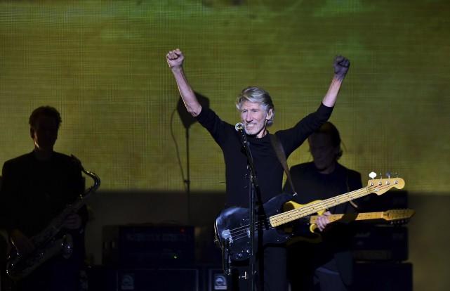 En concert à Mexico, Roger Waters a reçu... (AFP, RONALDO SCHEMIDT)