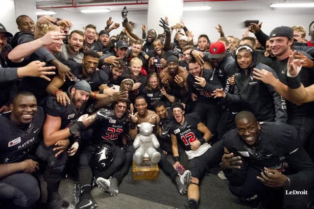 Les Ravens de Carleton ont remporté un troisième... (Martin Roy, Archives LeDroit)