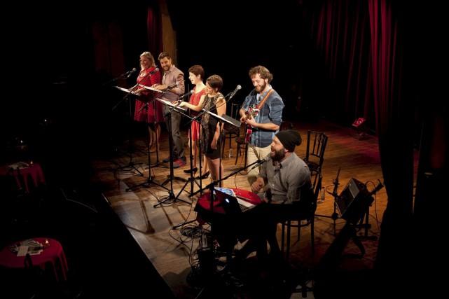 À coups de réflexions et d'historiettes, le sextuor... (Pierre Crépô)
