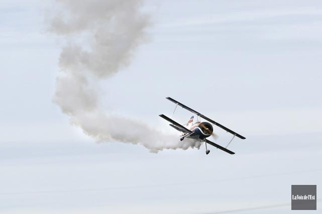 De nombreux avions de modèle réduit ont pris... (Julie Catudal, La Voix de l'Est)
