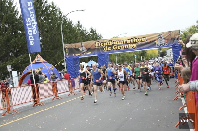 Plus de 700 coureurs ont pris part à... (Julie Catudal, La Voix de l'Est)