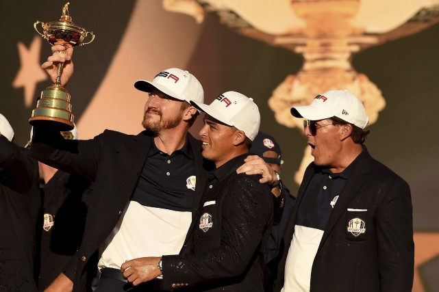 Jimmy Waker, Rickie Fowler et Phil Mickelson ont... (AFP, Timothy A. Clary)