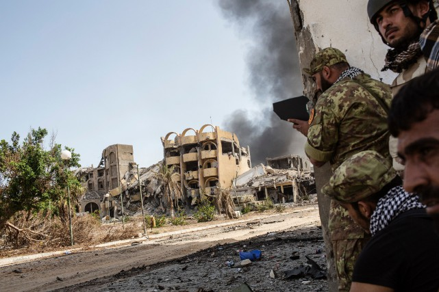 Les forces libyennes progouvernementales, dont huit soldats ont... (photo AFP)