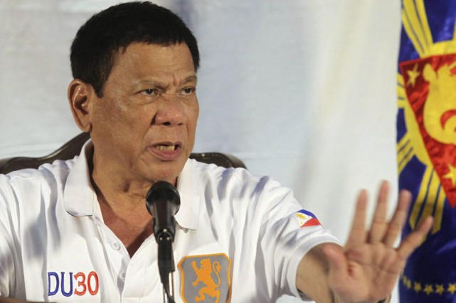 Le président philippin Rodrigo Duterte... (PHOTO LEAN DAVAL JR, archives Reuters)