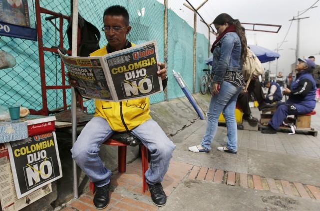 Le vote a montré une société colombienne divisée... (AP, Fernando Vergara)