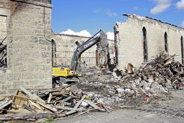 La démolition de l'ancienne église de St-Isidore à... (Martin Brunette, LeDroit)