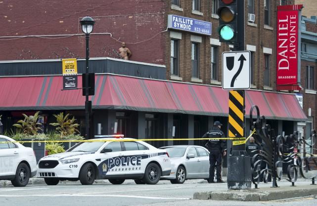 L'homme en détresse s'était réfugié sur le toit... (Spectre Média, Jessica Garneau)