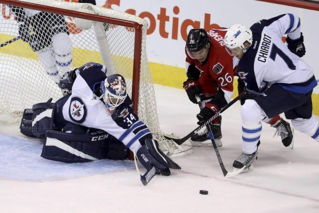 Michael Hutchinson a repoussé 27 rondelles dans la... (Trevor Hagan, La Presse canadienne)