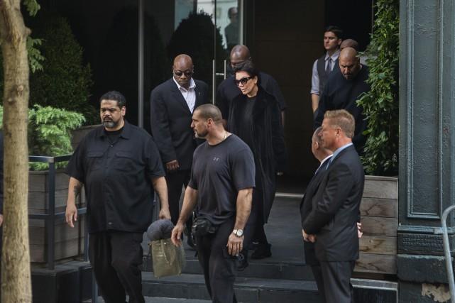 La mère de Kim Kardashian,Kris Jenner est entourée... (AP, Andres Kudacki)